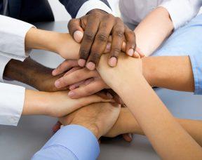 הכירו כל היתרונות והחסרונות של קבוצות רכישה – הכוח של ההמון
